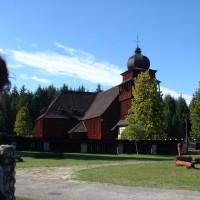 Pešo ku drevenému kostolu...